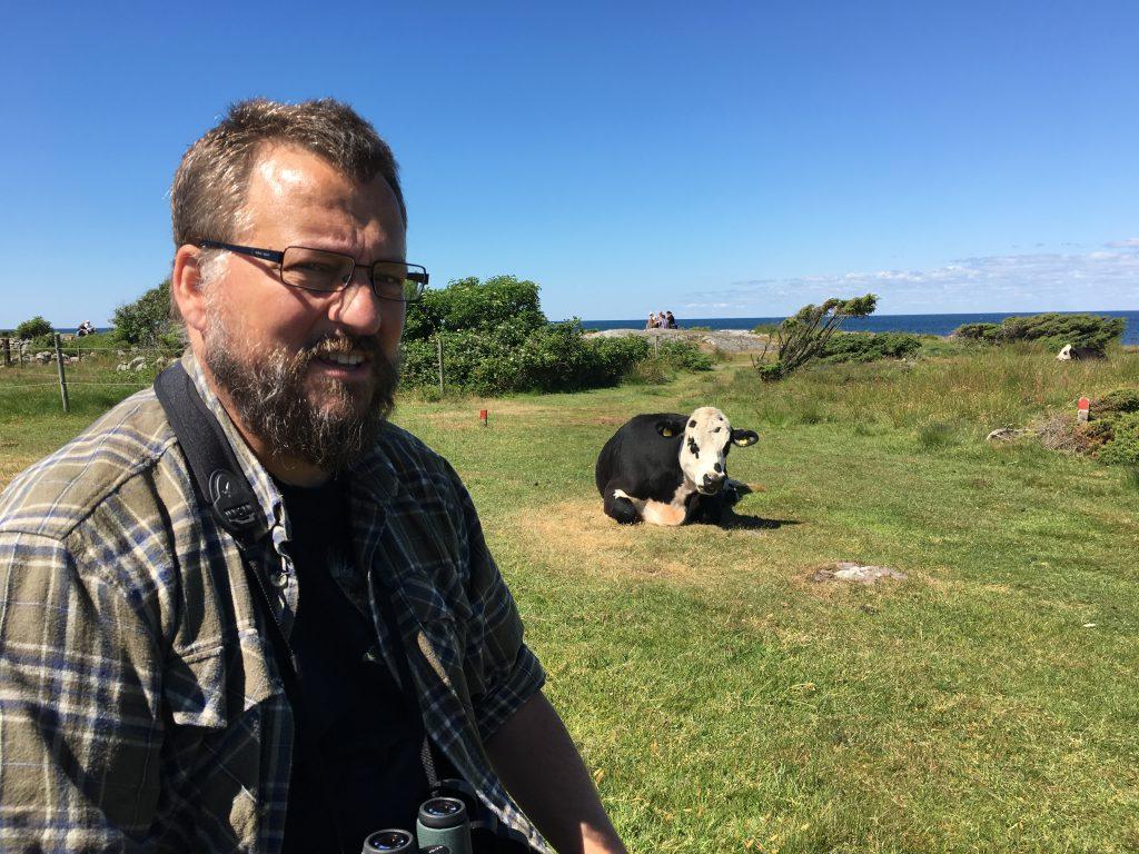 En glad turleder og en ko (det er koen til højre)